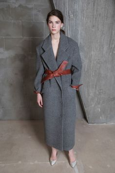 See the complete Vika Gazinskaya Fall 2017 Ready-to-Wear collection.
