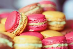 See what favim fashion found on We Heart It, your everyday app to get lost in what you love. Yummy Treats, Sweet Treats, Amazing Food Pictures, Macaron Cookies, Cake Images, Tea Cakes, Favim, Tasty, Delicious Food