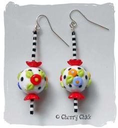 Poppy Flower earrings @Cherry Chick #BeadedEarrings #LampworkGlass #CherryChick