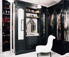 This is a blog that will inspire you to create and maintain a walk in closet like a celebrity. There are many pictures of different closets that everybody dreams about. Read about closets and how you can turn your space into a dream walk in closet.