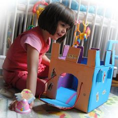 Creative kids activity: Castle out of a carton box Indoor Activities For Toddlers, Creative Activities For Kids, Craft Projects For Kids, Creative Kids, Crafts To Do, Diy For Kids, Cardboard Castle, Cardboard Crafts, Early Childhood Activities