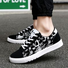 Men Casual shoes Newest Classic Styles Spring & Autumn Men's Lace-up Shoes Male Fashion Hard-wearing Black Shoes zapatos Homb White Shoes Men, Black Shoes, Casual Sneakers, Casual Shoes, Men Sneakers, Men Casual, Fashion Shoes, Mens Fashion, Fashion Black