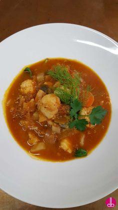 Kroatische Fischsuppe mit frischem Gartengemüse und einem Mix aus verschiedenen Edelfischen. Gekocht im feinem Weißweinsud mit frischen Kräutern.