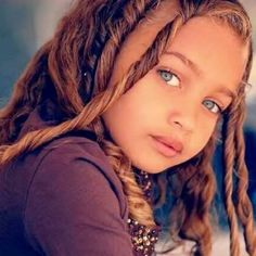 Hermosa BB Look at those Very Beautiful Eyes So precious. Easy Hairstyles For School, Little Girl Hairstyles, Pretty Hairstyles, Baby Girl Blue Eyes, Girl Face, Fashion Kids, Trendy Fashion, Beauty Dish, Beautiful Eyes Color