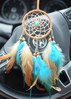 Dream Catcher For Car, Dream Catcher Decor, Dream Catchers, Collar Indio, Dream Catcher Tutorial, Car Accessories For Guys, Diy Dog Bed, Jeep Wranglers, Car Rear View Mirror
