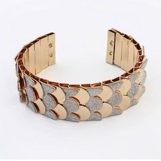 Yoins Fish Scales Bright Bracelet (€5,70) ❤ liked on Polyvore featuring jewelry, bracelets, gold, fish jewelry, gold cuff jewelry, cuff bangle, gold jewellery and gold cuff bangle