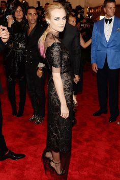 Pinke Haarspitzen Schauspielerin Diane Kruger in Chanel Couture