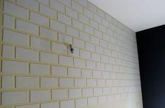 """Já falei de parede de tijolinhos aqui no blog algumas vezes esse ano (1, 2) e, como é algo que dá aquele """"tchan"""" na casa, não custa falar mais um pouco né? Pra estreiar nossos projetos de verão, tem o passo a passo que a Joara Sabóia enviou. Ela criou uma solução pra quem quer […]"""