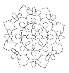 centrini : stampare, coprire il disegno con cartaforno e ricalcarlo con la glassa, aspettare 3, 4 giorni, staccare delicatamente la cartaforno ed appoggiare il centrino sulla torta
