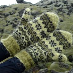 Mosi Mittens traditional Icelandic stranded mittens knitted with Gryla Icelandic yarn (2)