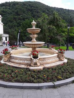 PARCUL GHICA ÎN SINAIA ROMÂNIA Amazing Places, Beautiful Places, The Good Place, Fountain, Tours, Outdoor Decor, Park, Water Fountains