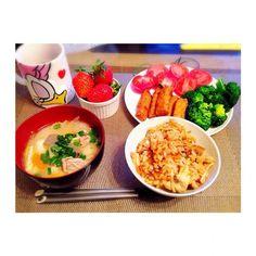 炊き込みごはん、豚汁、塩トマト、ブロッコリー、いちご、チキンバー - 35件のもぐもぐ - 寒い日の夜ごはん by naanyaa