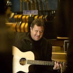 The amazing Vince Gill. Such a wonderfully kind man with a one of a kind voice. Country Artists, Country Singers, Country Music, Amy Grant, Vince Gill, Nashville, The Voice, Guys, Stars