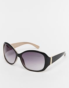 Sunglasses by Warehouse Oversized frames Moulded nose pads for added comfort Gradient tinted lenses Tapered arms with curved temple tips for a secure fit Total UV Protection Presented in a branded pouch