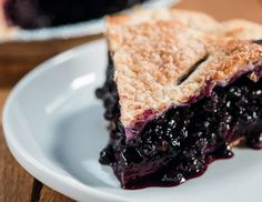 Two Fat Cats' Wild Maine Blueberry Pie - New England Today