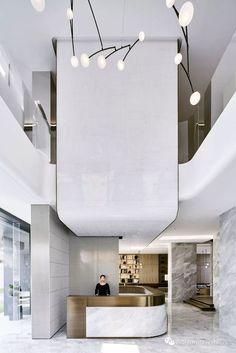 hotel decor Stunning luxury interior design ideas for modern boutique hotels. Workspace Design, Office Interior Design, Luxury Interior Design, Office Interiors, Office Designs, Hotel Interiors, Design Interiors, Modern Hotel Lobby, Hotel Lobby Design
