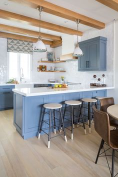 How to choose kitchen furniture ? - Home Fashion Trend Kitchen Redo, New Kitchen, Blue Kitchen Cabinets, Shaker Cabinets, Rustic Kitchen, Kitchen Ideas, Beach House Kitchens, Home Kitchens, Beach House Decor