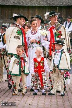 i Wojtek Polish Highlanders, Highland wedding, Tatra Mountains, Poland. Polish Clothing, Folk Clothing, Traditional Fashion, Traditional Dresses, Folk Costume, Costumes, Poland Culture, Polish People, Polish Wedding