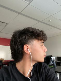 Mullet Fade, Mens Mullet, Curly Mullet, Mohawk Mullet, Short Mullet, Modern Mullet, Fade Haircut Curly Hair, Wavy Hair Men, Curly Hair Cuts