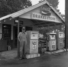 There was a Drakes store near Diboll Tx , wonder if this was it? Old General Stores, Old Country Stores, Country Life, Old Gas Pumps, Vintage Gas Pumps, Chevron Gas, Pompe A Essence, Vintage Diner, Old Gas Stations