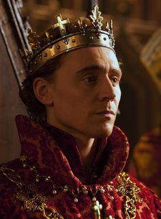 Tom Hiddleston as King Henry V inThe Hollow Crown - Henry IV (2012).