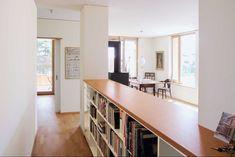 Die bis unter die Decke reichenden Fenster geben eine gute Belichtung. Der Innenausbau kann verändert werden, da nur die Außenwände statisch einbezogen sind | Nuyken von Oefele Architekten ©Nuyken von Oefele Architekten