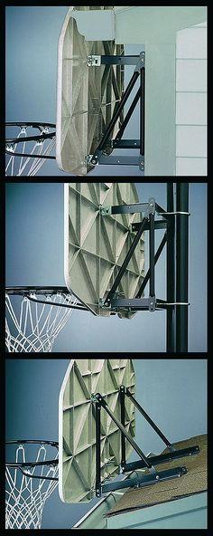 NBA Extension Bracket (8406)    Das Backboard-Verbindungsstück dient zur Befestigung an Pfosten (max. Ø 8,89 cm), Dächern oder flachen Oberflächen. Speziell geeignet für Huffy Sports und Spalding Backboards sowie für die meisten Backboards bis ca. 122 cm.    Geschlecht: Unisex  Material: Metall  Sportart: Basketball...