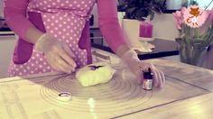 Video: sokerimassan värjääminen #sokerimassa #video #howto #baking #leipominen #ohje