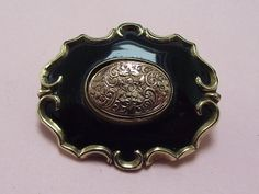ANTIQUE GOLD CASED & BLACK ENAMEL MOURNING BROOCH PIN 1860