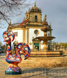 Barcelos and a giant sculpture of the #PortugueseRooster | #Portugal