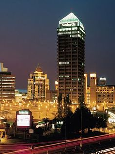 The iconic Sandton City building in Johannesburg. The powerhouse of South Africa's economy and the BEST shopping experience in all of Africa! The hotel in Sandton city is where we stayed. World Cities, Countries Of The World, Johannesburg City, Sandton Johannesburg, Villas, Namibia, City Landscape, Travel Around, Places To See