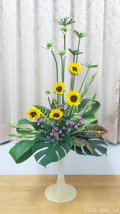 Church Flower Arrangements, Floral Arrangements, Art Floral, Floral Design, Flower Chart, Christian Church, Ikebana, Fresh Flowers, Easter