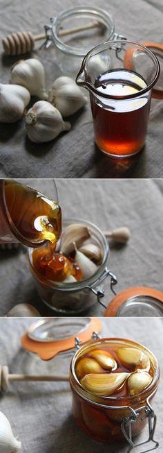 Natural sore throat remedy: Garlic honey