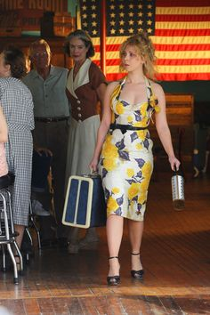 """The actress Juno Temple, who was in the film """"Wild Child"""", which starred Emma Roberts, films scenes of the new Woody Allen project in New York. Kate Winslet Movies, Juno Temple, Woody Allen, Emma Roberts, Old Actress, Film Director, I Dress, My Girl, Two Piece Skirt Set"""