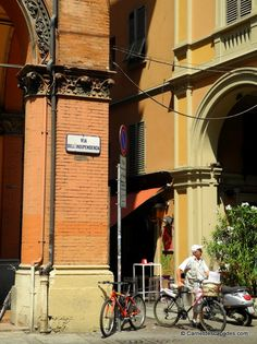 "Via dell'Indipendenza - ""Visite de la sympathique Bologne"" by @carnetdescapade"