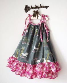 Vintage Girls Dresses, Dresses Kids Girl, Kids Outfits, Kids Frocks Design, Baby Frocks Designs, Kids Party Frocks, Baby Summer Dresses, Kids Dress Patterns, Baby Dress Design
