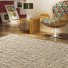 Agora no inverno o tapete faz toda a diferença para deixar o ambiente aconchegante e com a sensação de calor.