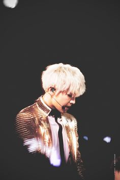 #chanyeol  #silverhair #pcy #parkchanyel #exochanyeol #exo #チャニョル #灿烈 #朴灿烈 #찬열 #박찬열 #kpopstar #Koreanstar #Kpop #kpopidol #goldjacket #cool