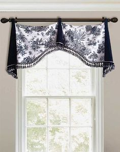 39 Window Valance Curtain Ideas (From Custom Workrooms) French Country Kitchens, French Country Bedrooms, French Country Decorating, French Country Curtains, Country Farmhouse, Valance Window Treatments, Valance Curtains, Valance Ideas, Curtain Ideas