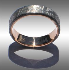 flat-topped Gibeon Meteorite Ring with 18k yellow Gold Lining and beautiful Widmanstatten pattern
