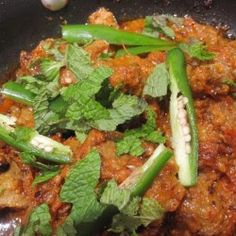 Tawa mutton bY Chef Shireen anwer - Creative Recipes Hot Appetizers, Vegetarian Appetizers, Appetizer Recipes, Shireen Anwar Recipes, Desi Food, Ramadan Recipes, Cooking Instructions, Iftar, Asian Cooking