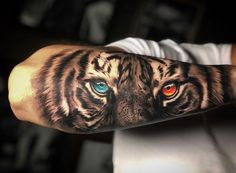 [New] The 10 Best Tattoo Ideas Today (with Pictures) - Olhos de Tigre Artist: Curtiu ? Tiger Hand Tattoo, Hand Tattoos, Tiger Tattoo Sleeve, Lion Tattoo Sleeves, Lion Head Tattoos, Forarm Tattoos, Tattoos Arm Mann, Best Sleeve Tattoos, Forearm Tattoo Men