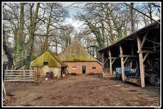 Brinkheurne bij Winterswijk, boerderij met schuurtje en kapschuur aan de Horstweg