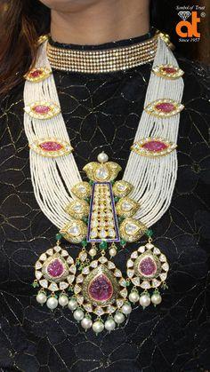 Royal Jewelry, India Jewelry, Gold Bangles Design, Beaded Jewelry Designs, Indian Wedding Jewelry, Antique Jewelry, Jewels, Pens, Choker