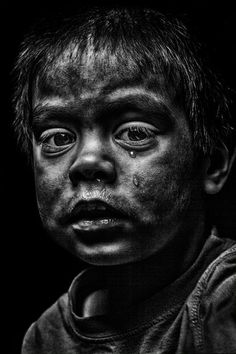The art of black and white photography Enrique Pelaez 32 Black And White Picture Wall, Black And White Face, Black And White Portraits, Black And White Photography, Creative Photography, Portrait Photography, Tears Art, Sad Child, Emotional Photography