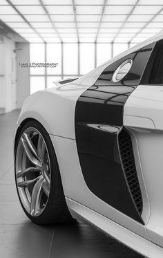 #Audi   White #R8 V10