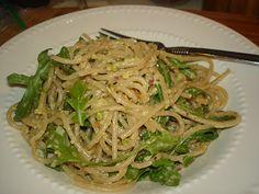 Whole wheat spaghetti with lemon, pistachios and arugula