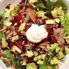 Salade rode biet, gerookte makreel en avocado - Leonie Haas