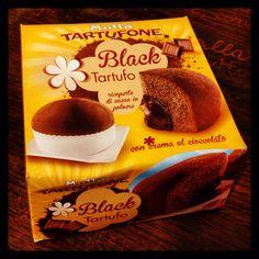 Tartufone con cioccolato #good #evening #my #friends #bella #giornata #tartufone #palazzo #antico #volte #stucchi #milan #city #social_network #pinterest #facebook #instagram #foursquare #twitter #tumblr #like #food #cioccolato #dolce