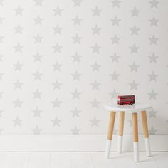 A perfect backdrop to a nursery or child's bedroom: GLTC Wallpaper in White/Grey Star.